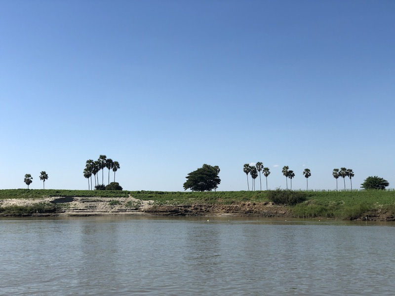 Blue Sky ad Wine, Boat trip from Mandalay to Bagan, Irrawaddy river view