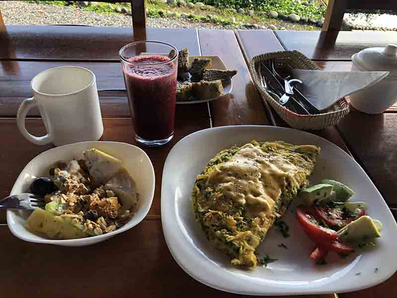 Finca Heimatlos Eco Lodge & Farm breakfast puyo ecuador, Blue Sky and Wine