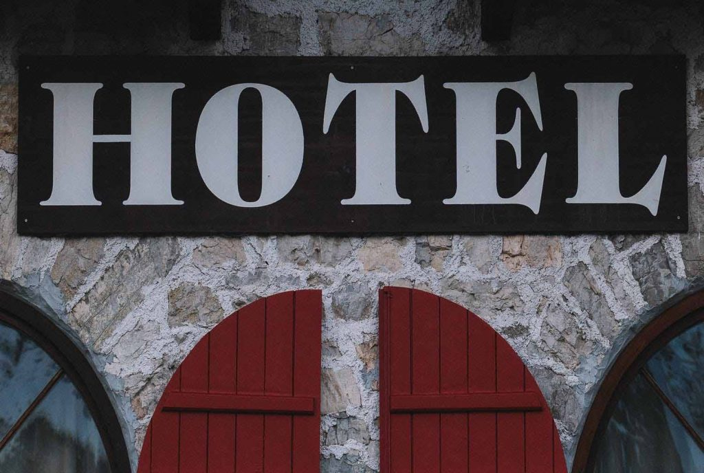 Blue Sky and Wine, Hotel booking for budget travel