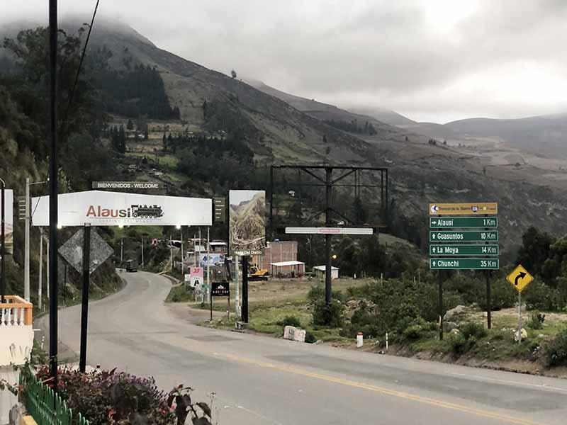 Ecuador alausi service station